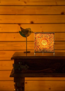 TRIANGLE TEALIGHT -OCEAN FLOWER