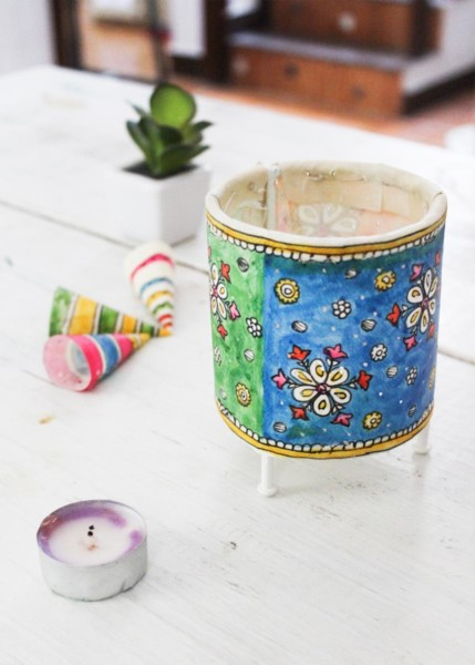 CYLINDER  BABY TEALIGHT- SNOW FLAKES